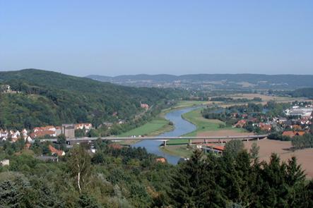 Weser mit Stadtansicht